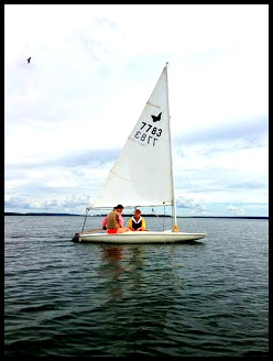girls sailing